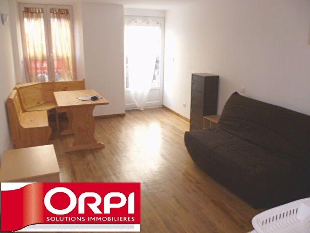 Appartement à louer 1 24.3m2 à Saint-Étienne-de-Saint-Geoirs vignette-1