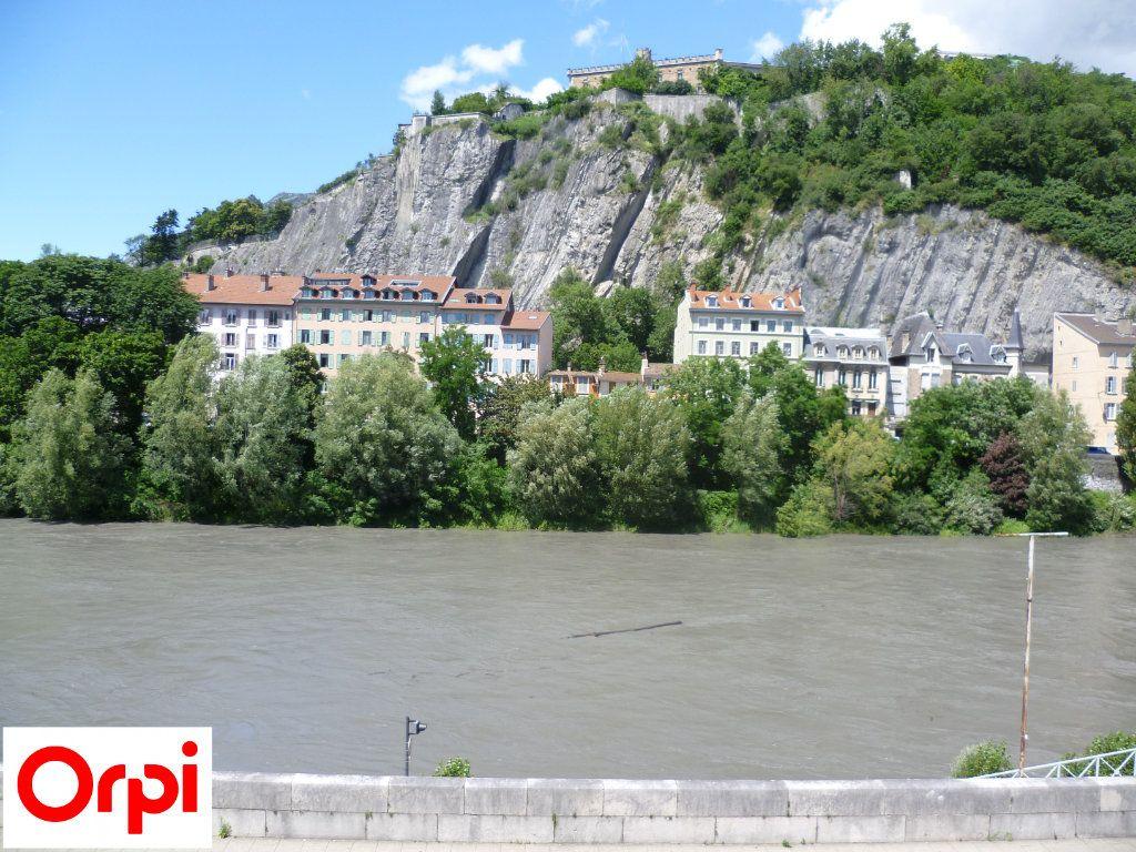 Appartement à louer 2 51.01m2 à Grenoble vignette-1