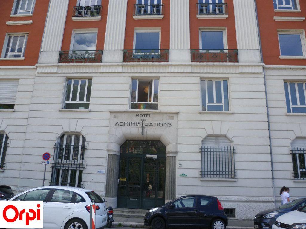 Appartement à louer 2 51m2 à Grenoble vignette-6