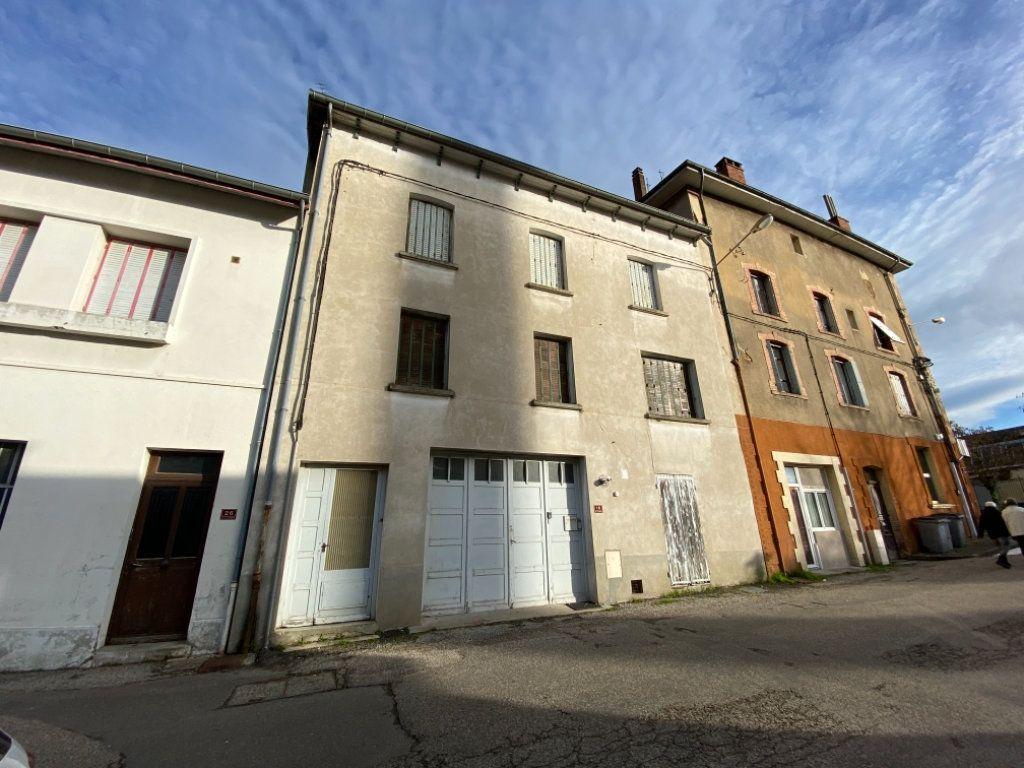 Immeuble à vendre 0 140m2 à Saint-Étienne-de-Saint-Geoirs vignette-1