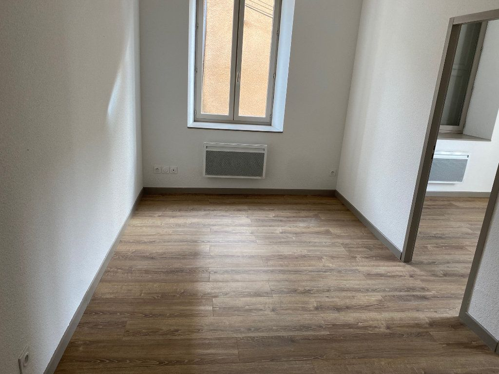 Appartement à louer 3 54.47m2 à La Côte-Saint-André vignette-2