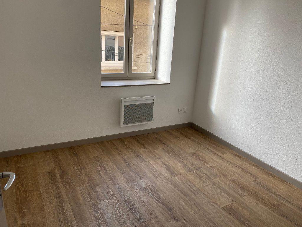 Appartement à louer 3 54.47m2 à La Côte-Saint-André vignette-4