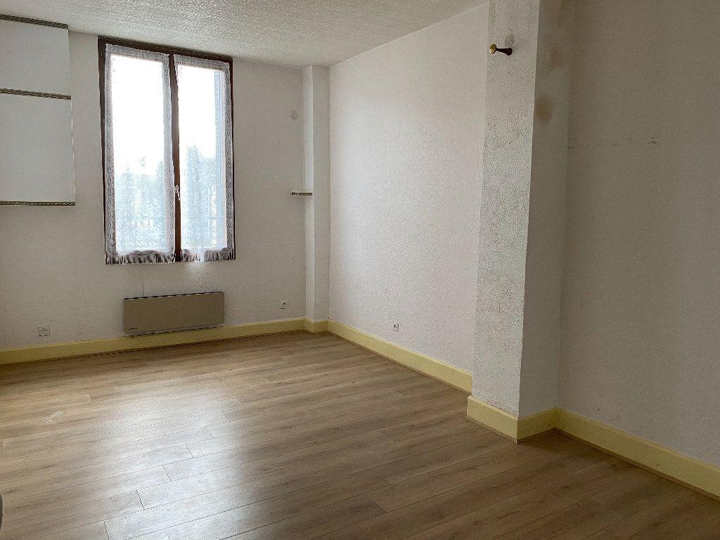 Appartement à vendre 4 102.5m2 à Saint-Étienne-de-Saint-Geoirs vignette-1