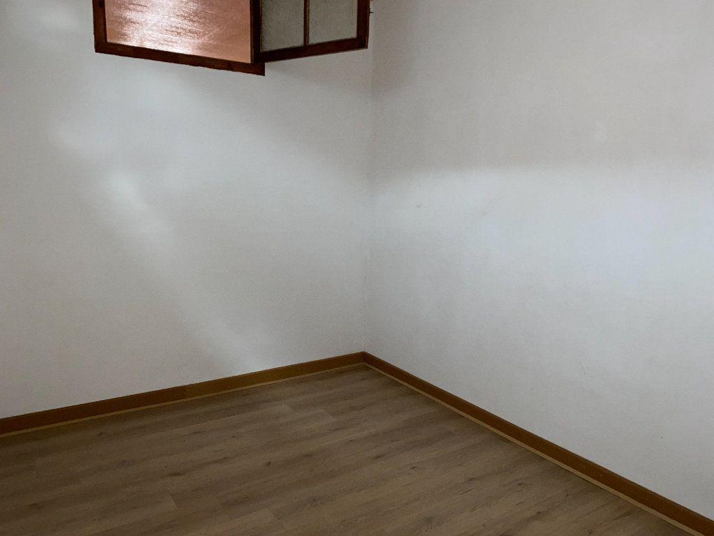 Appartement à vendre 4 102.5m2 à Saint-Étienne-de-Saint-Geoirs vignette-5