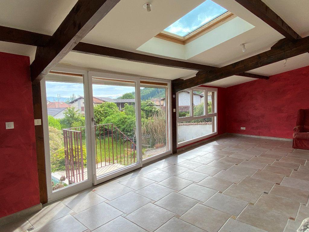 Maison à vendre 7 198m2 à Saint-Étienne-de-Saint-Geoirs vignette-1