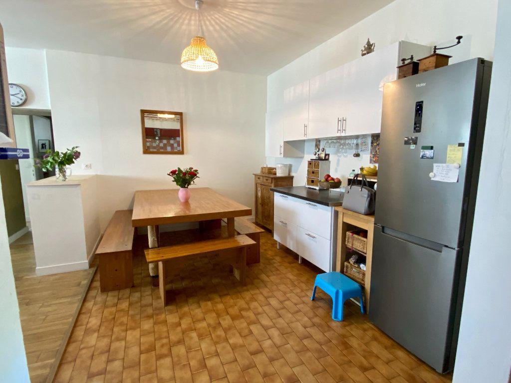 Maison à vendre 5 158m2 à Saint-Étienne-de-Saint-Geoirs vignette-5