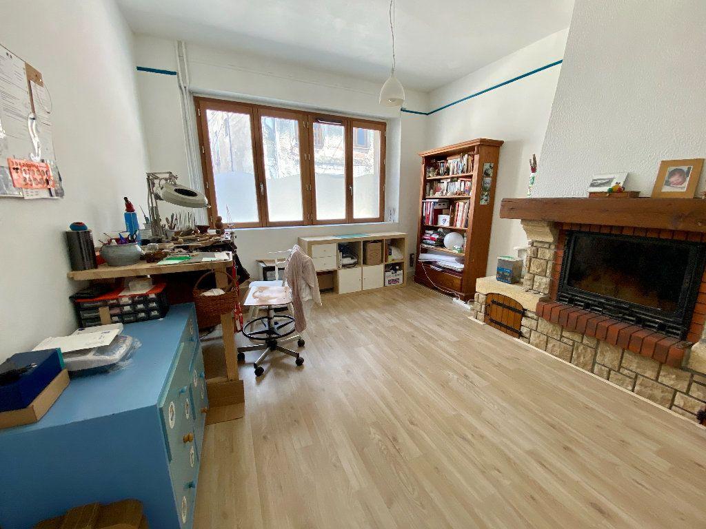 Maison à vendre 5 158m2 à Saint-Étienne-de-Saint-Geoirs vignette-7