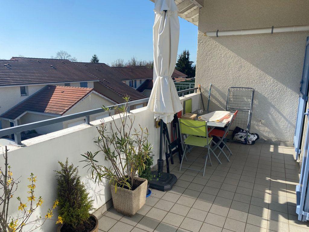 Appartement à vendre 5 103m2 à Saint-Étienne-de-Saint-Geoirs vignette-1