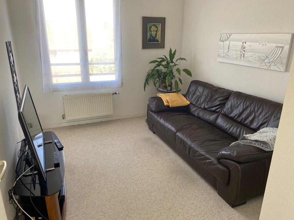 Appartement à vendre 5 103m2 à Saint-Étienne-de-Saint-Geoirs vignette-5