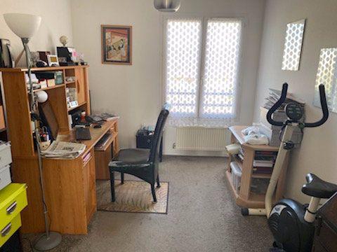 Appartement à vendre 5 103m2 à Saint-Étienne-de-Saint-Geoirs vignette-6
