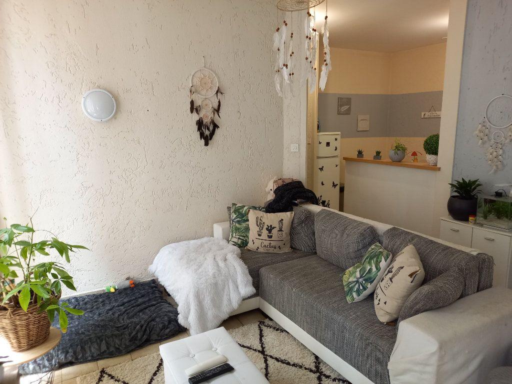 Appartement à vendre 3 65.5m2 à Saint-Étienne-de-Saint-Geoirs vignette-1