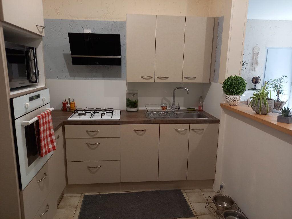 Appartement à vendre 3 65.5m2 à Saint-Étienne-de-Saint-Geoirs vignette-2