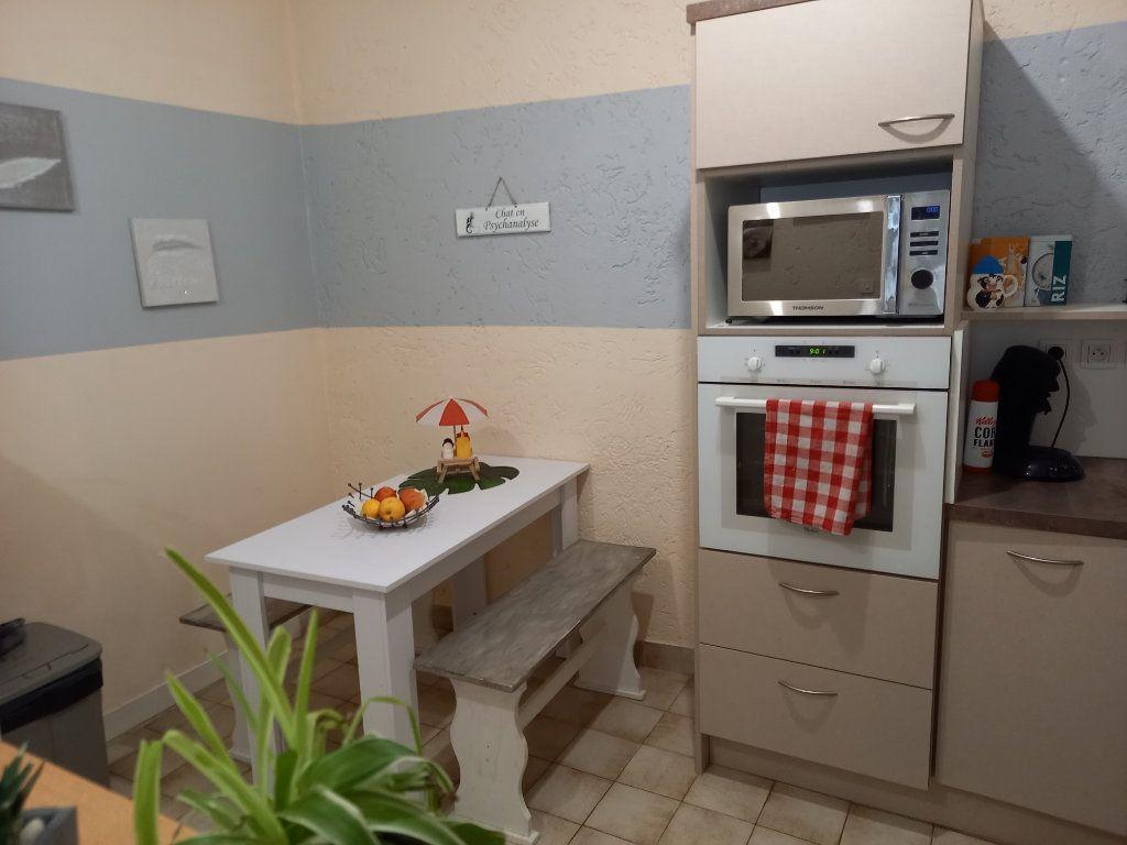 Appartement à vendre 3 65.5m2 à Saint-Étienne-de-Saint-Geoirs vignette-4