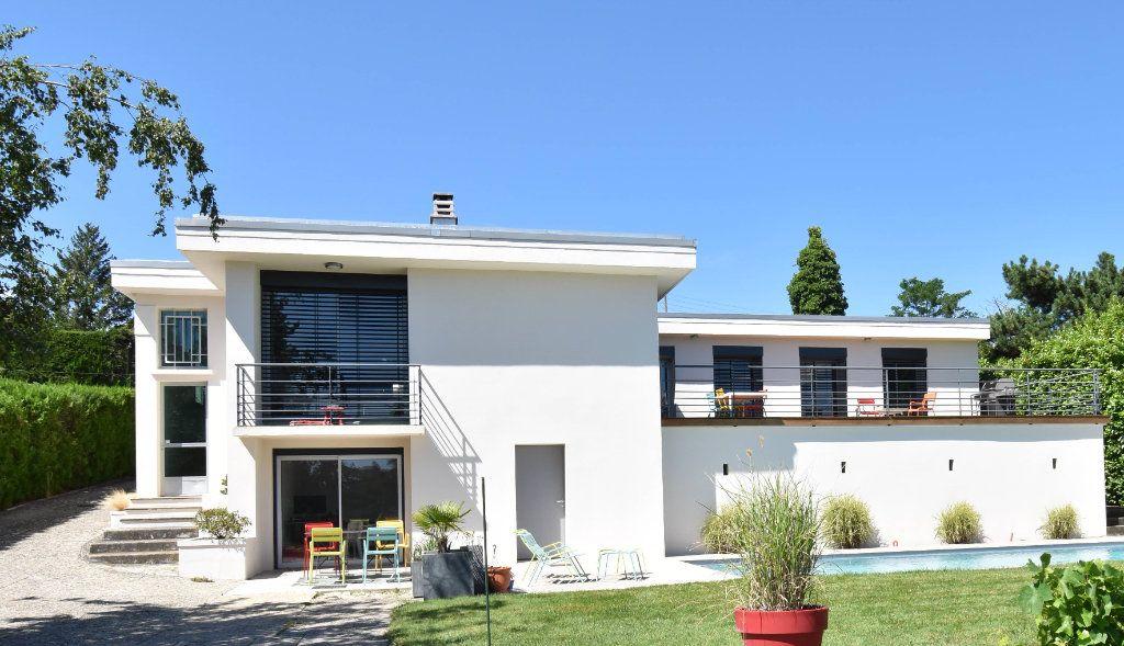 Maison à vendre 6 210m2 à Romans-sur-Isère vignette-1