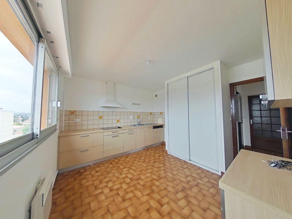 Appartement à louer 5 109m2 à Romans-sur-Isère vignette-1