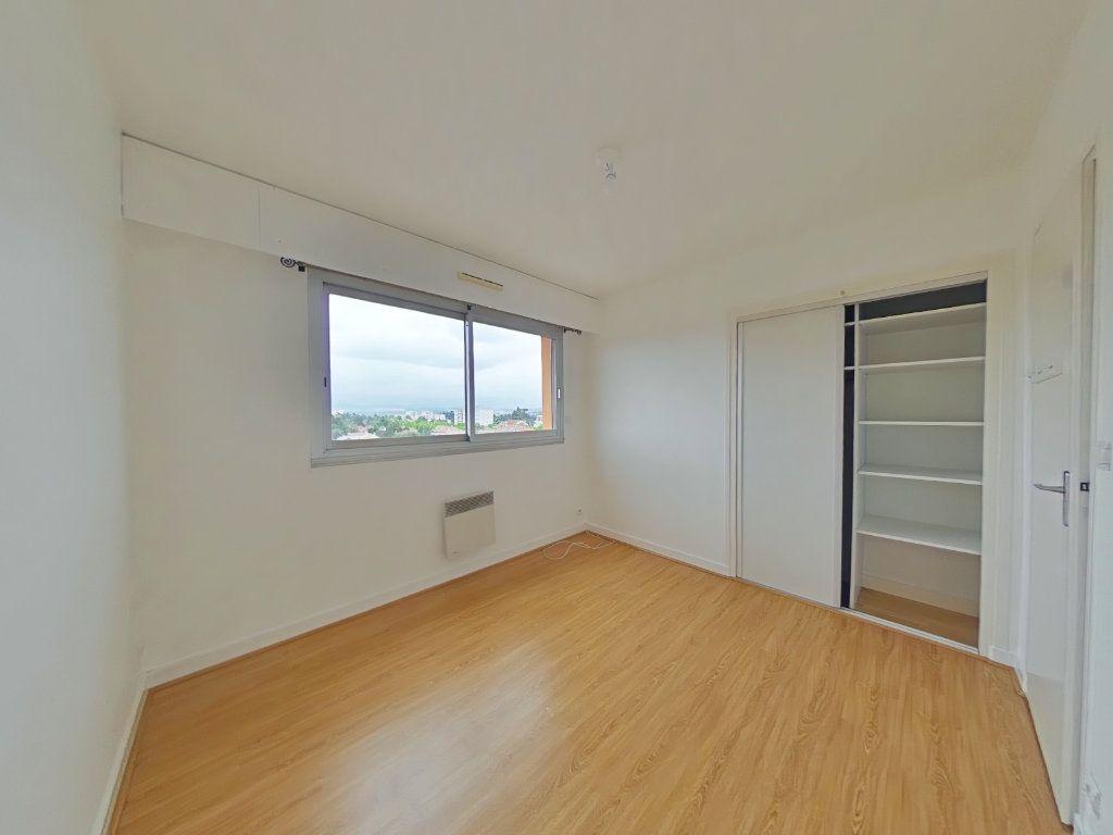 Appartement à louer 5 109m2 à Romans-sur-Isère vignette-4