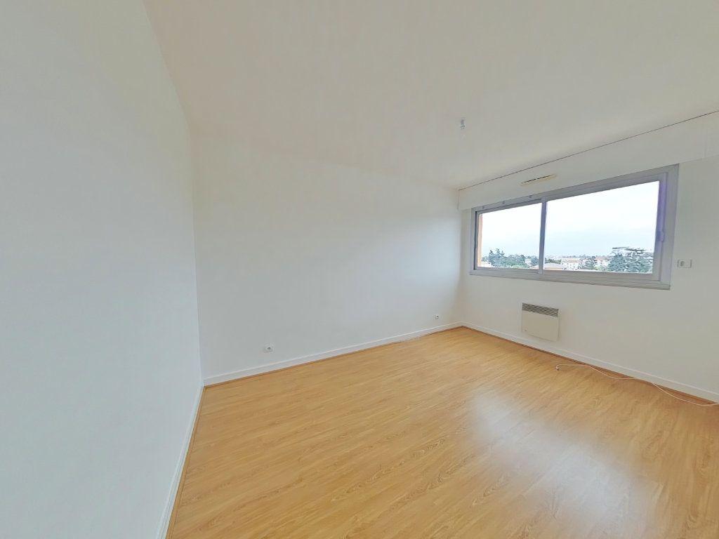 Appartement à louer 5 109m2 à Romans-sur-Isère vignette-6