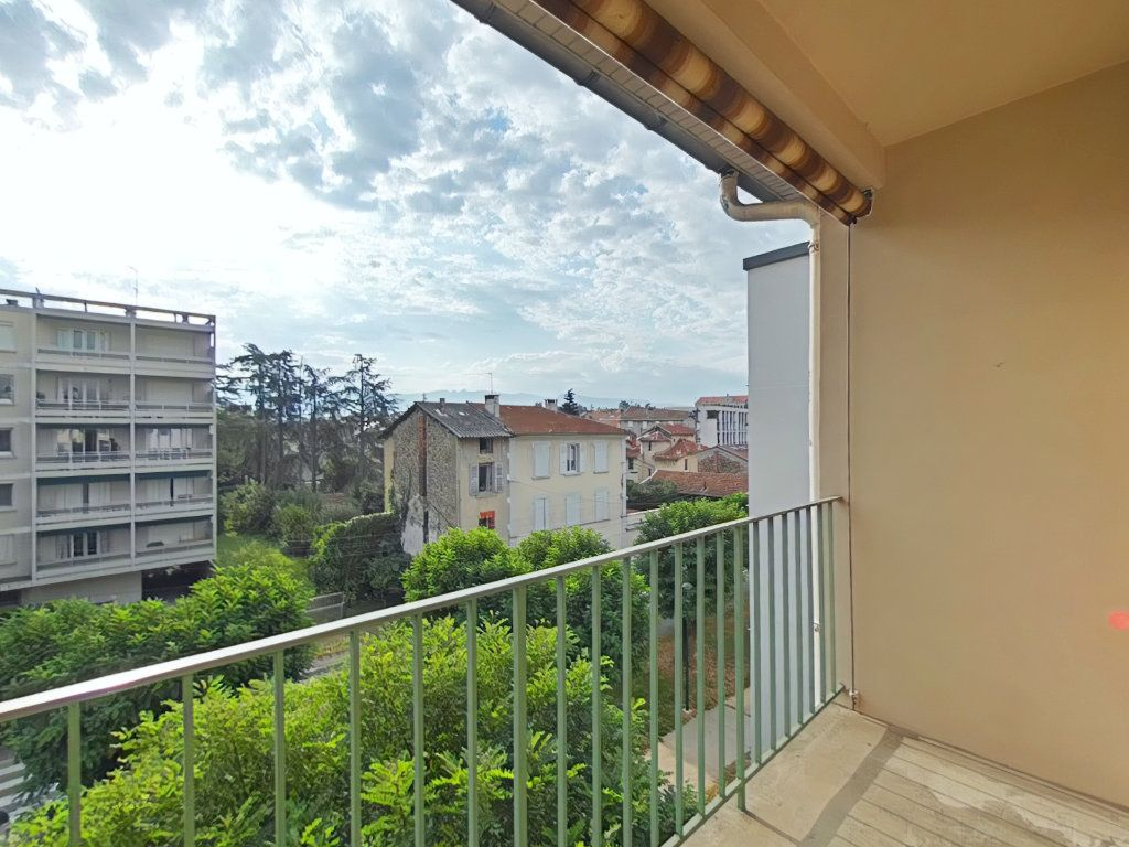 Appartement à louer 4 69m2 à Romans-sur-Isère vignette-1