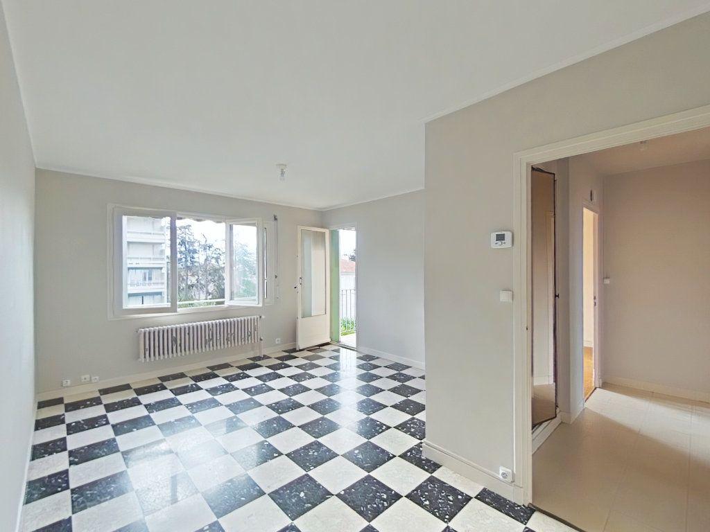 Appartement à louer 4 69m2 à Romans-sur-Isère vignette-4
