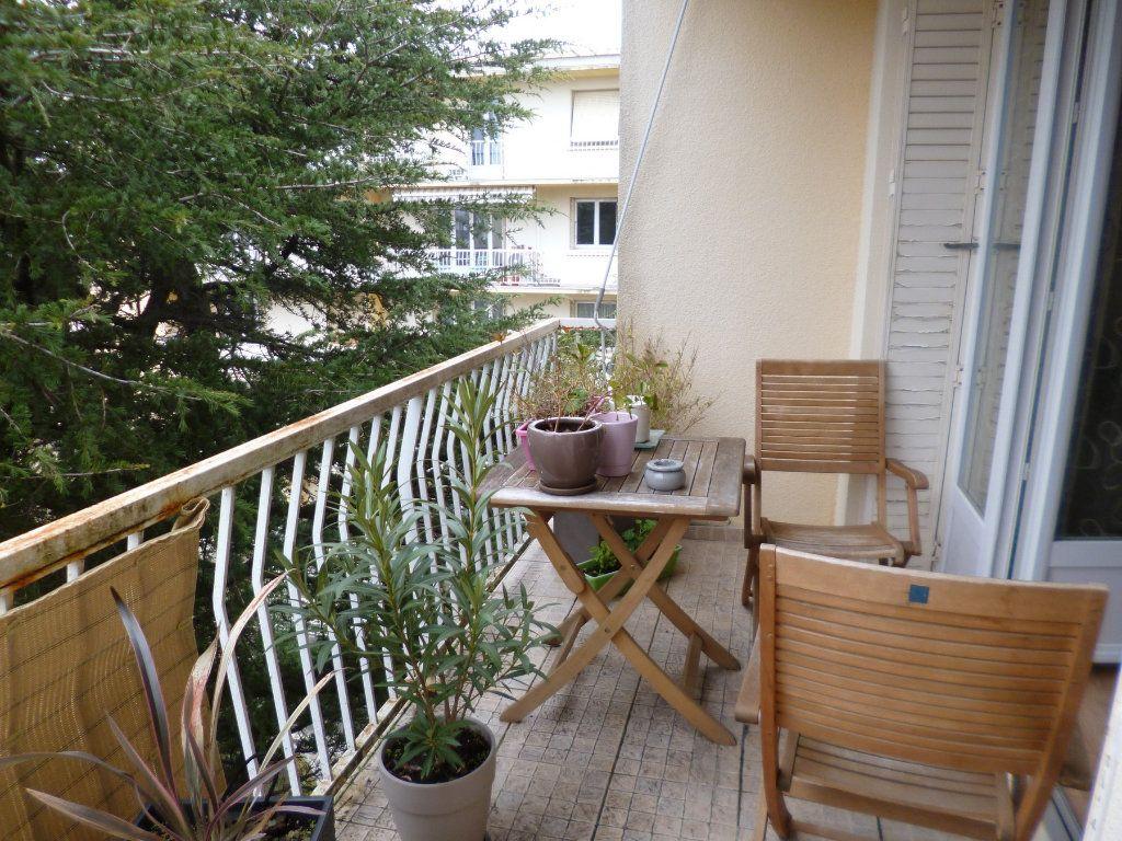 Appartement à vendre 3 75m2 à Montélimar vignette-2