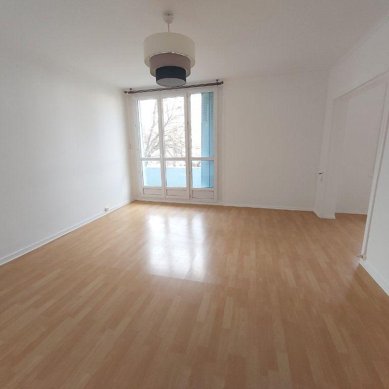 Appartement à louer 3 66m2 à Montélimar vignette-2