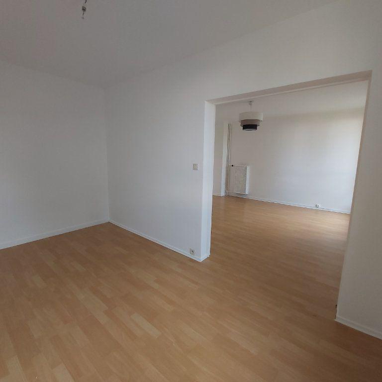 Appartement à louer 3 66m2 à Montélimar vignette-3