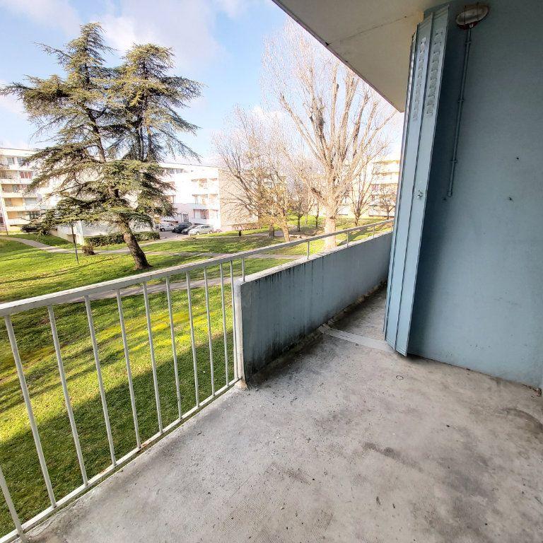 Appartement à louer 3 66m2 à Montélimar vignette-5