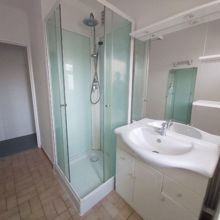Appartement à louer 3 66m2 à Montélimar vignette-8