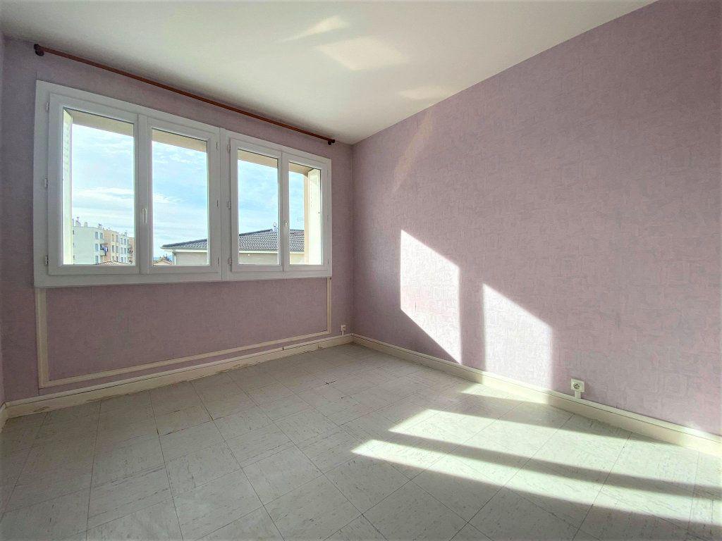Appartement à vendre 3 62.59m2 à Montélimar vignette-2