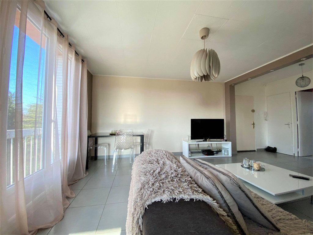 Appartement à vendre 3 73m2 à Montélimar vignette-2