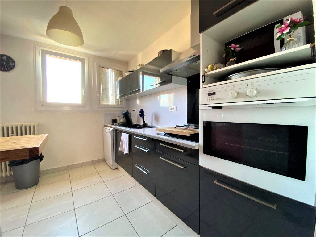 Appartement à vendre 3 73m2 à Montélimar vignette-4