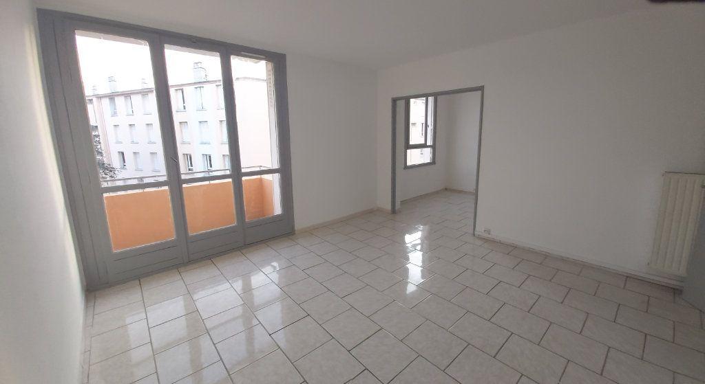Appartement à louer 4 63.9m2 à Montélimar vignette-1