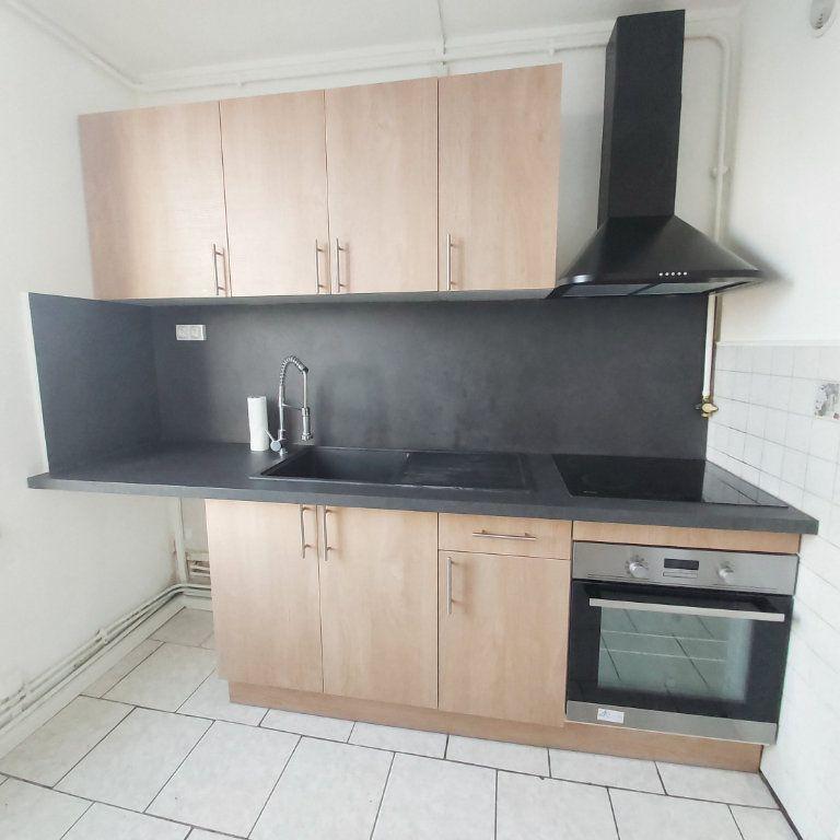 Appartement à louer 4 63.9m2 à Montélimar vignette-2