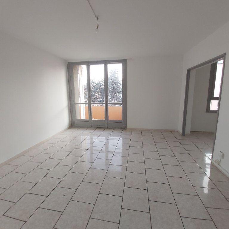 Appartement à louer 4 63.9m2 à Montélimar vignette-3