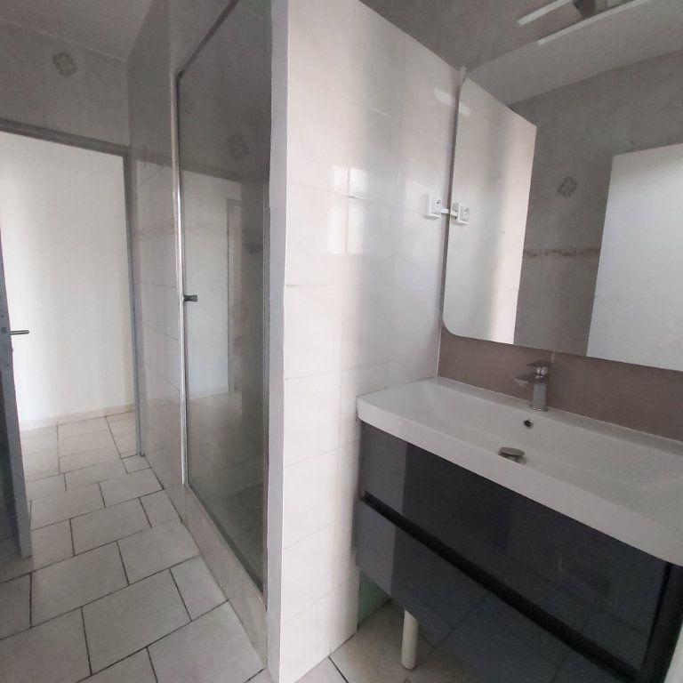 Appartement à louer 4 63.9m2 à Montélimar vignette-4