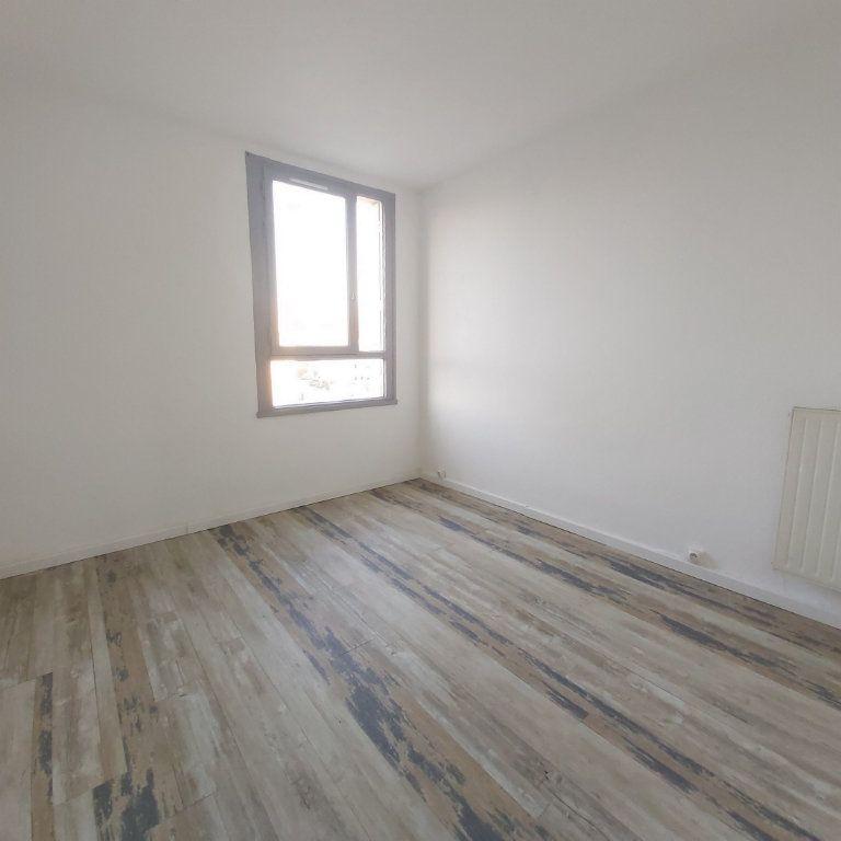 Appartement à louer 4 63.9m2 à Montélimar vignette-5