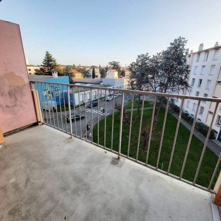 Appartement à louer 4 63.9m2 à Montélimar vignette-6