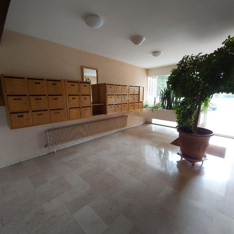 Appartement à louer 3 67m2 à Montélimar vignette-8