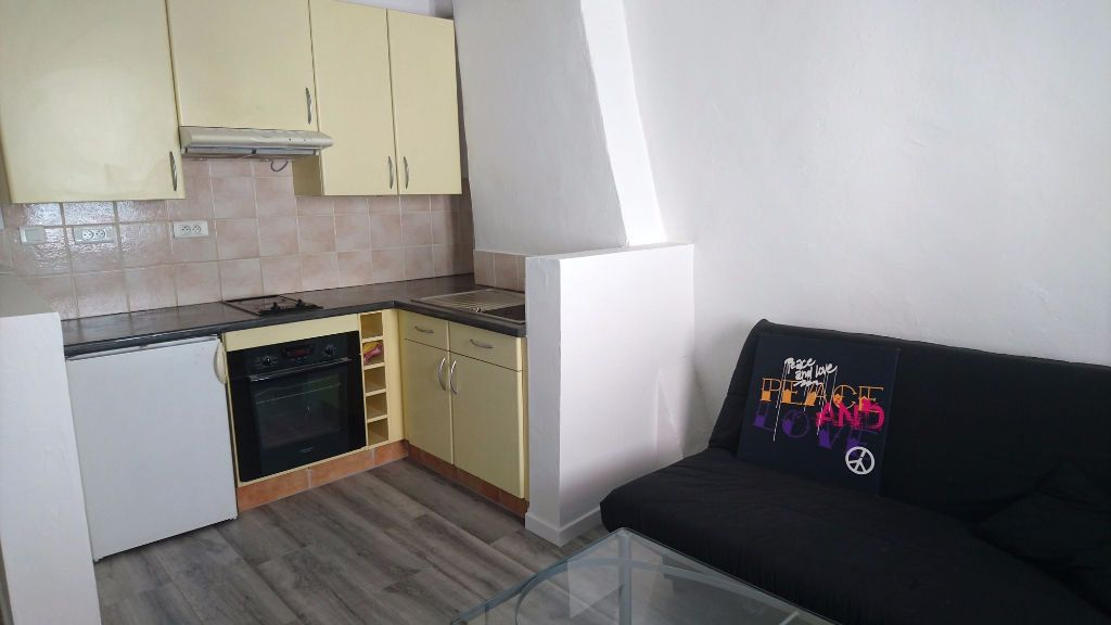 Appartement à louer 1 28m2 à Montélimar vignette-2