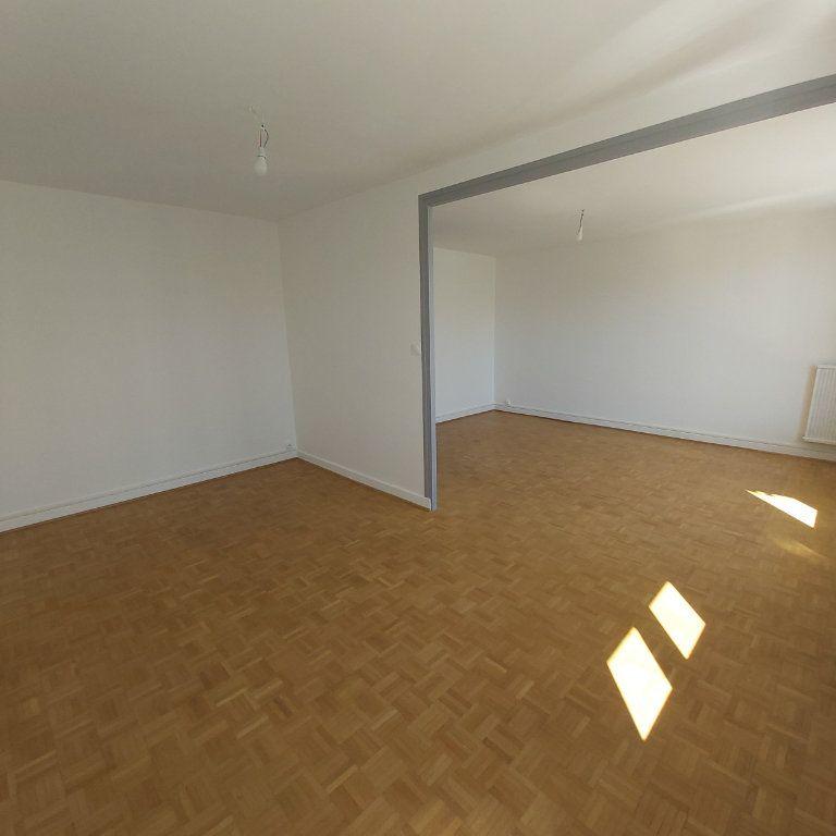 Appartement à louer 4 72.11m2 à Montélimar vignette-1