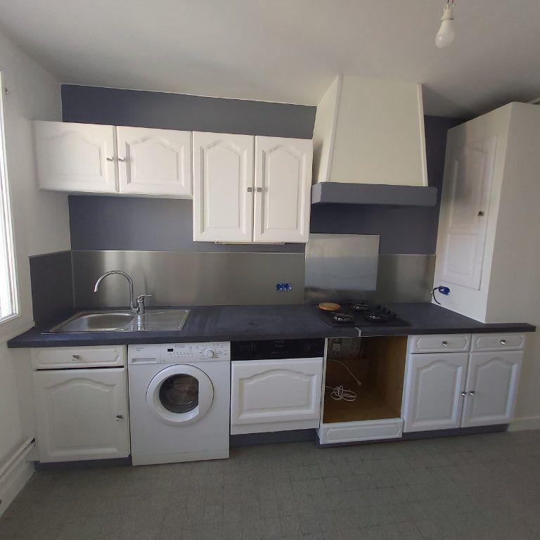 Appartement à louer 4 72.11m2 à Montélimar vignette-2