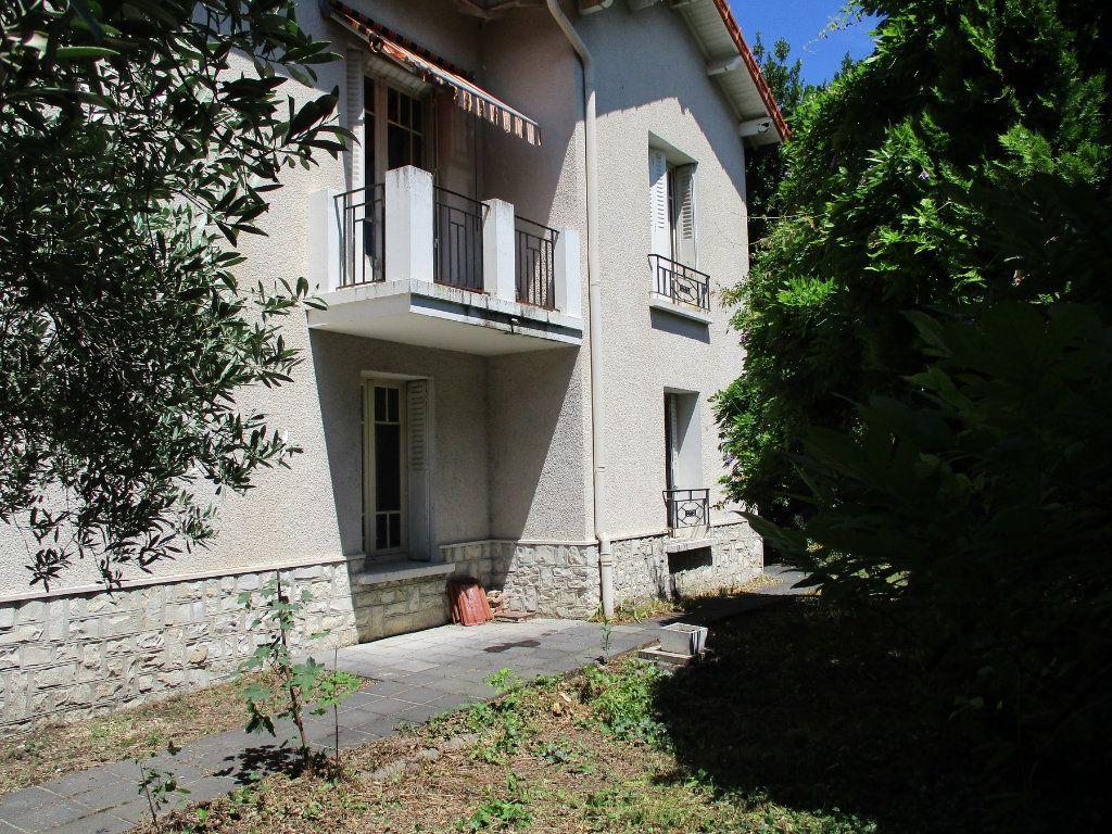 Maison à vendre 9 173.8m2 à Montélimar vignette-1
