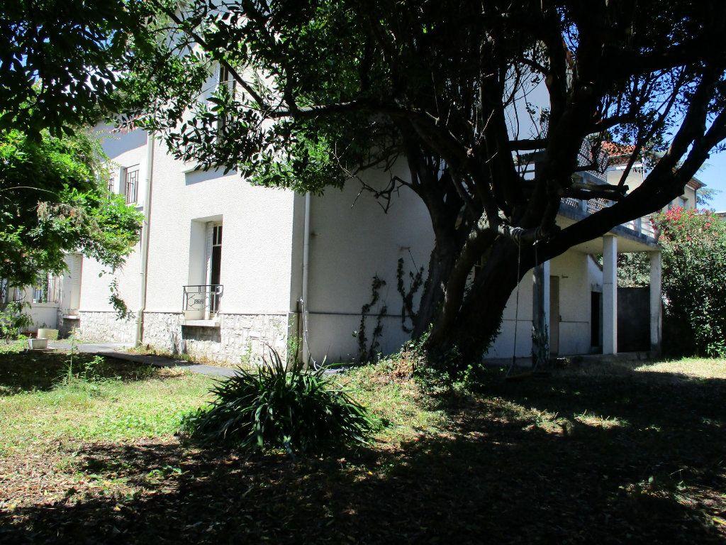 Maison à vendre 9 173.8m2 à Montélimar vignette-2