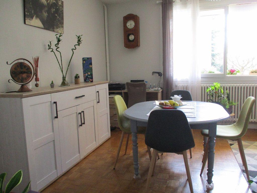 Appartement à louer 3 67.35m2 à Montélimar vignette-1