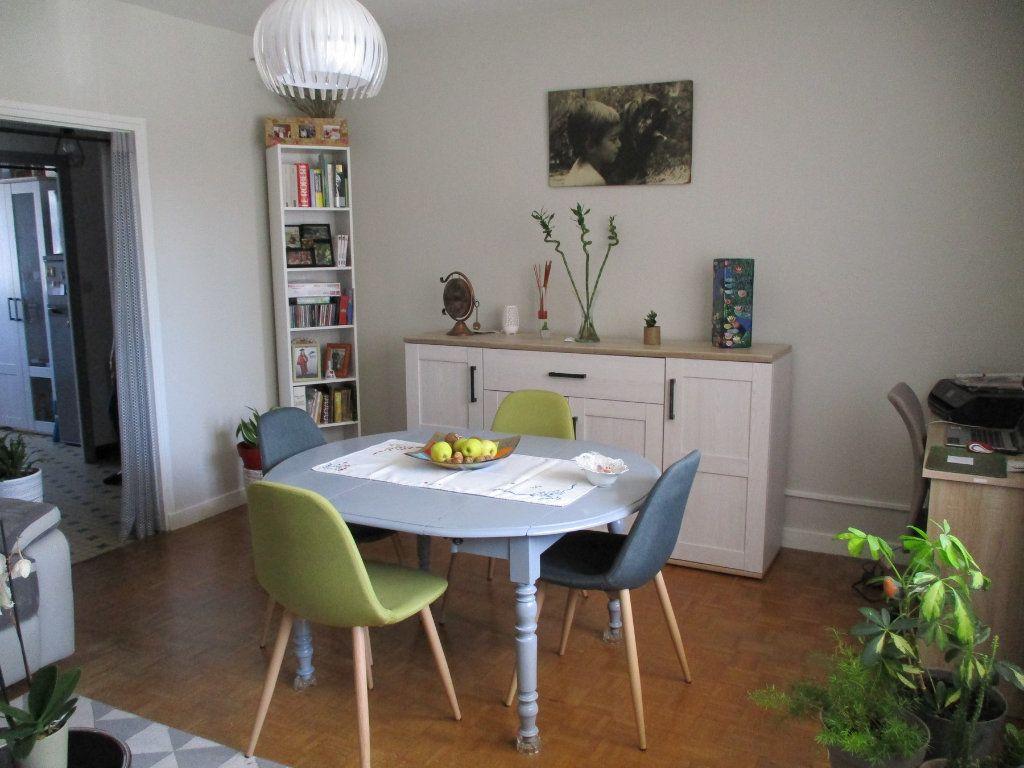 Appartement à louer 3 67.35m2 à Montélimar vignette-2
