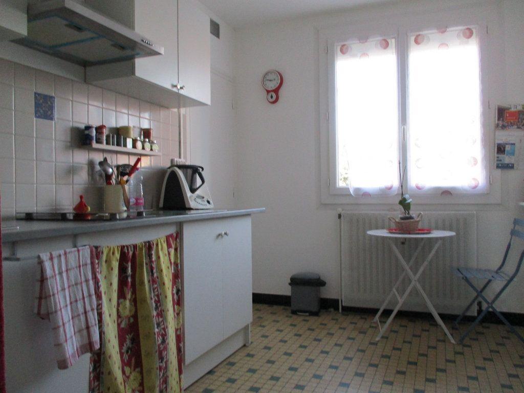 Appartement à louer 3 67.35m2 à Montélimar vignette-4