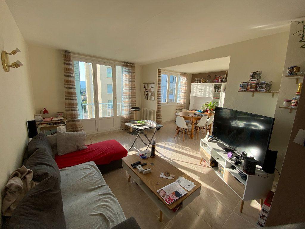 Appartement à louer 4 66.4m2 à Montélimar vignette-1