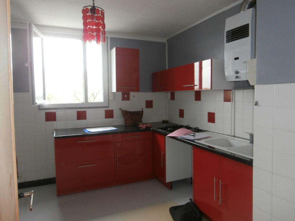 Appartement à louer 3 70.17m2 à Montélimar vignette-1