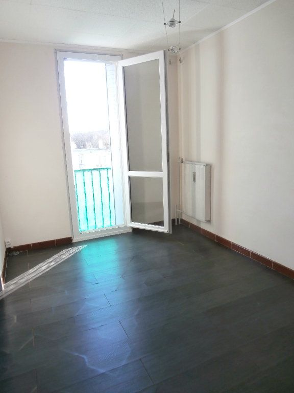 Appartement à louer 3 70.17m2 à Montélimar vignette-3