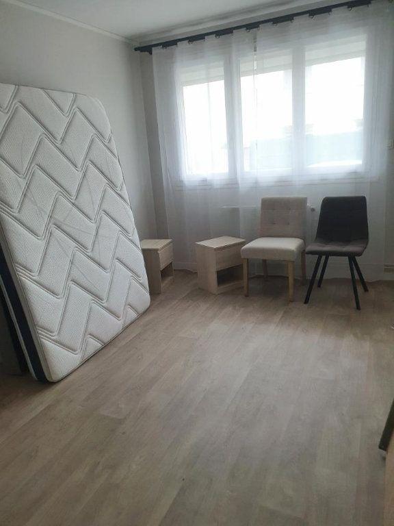 Appartement à louer 3 63.95m2 à Montélimar vignette-3